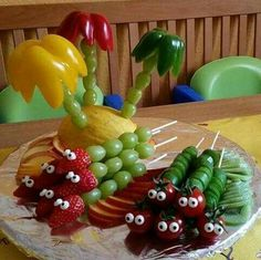 Fruit / Vegetables for Kids Birthday - Lotta Birthday - # for . Fruit Decorations, Food Decoration, Cute Food, Good Food, Deco Fruit, Party Buffet, Snacks Für Party, Finger Food Appetizers, Food Humor