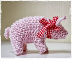 Glücksschweinchen made by Elbe Glück. The little pig is a symbol of luck in Germany and given on New Years Day. Free pattern in German here schoenstricken. Free Crochet, Knit Crochet, Simple Crochet, Crochet Rope, Crochet Numbers, Knitting Patterns, Crochet Patterns, Knitted Animals, How To Start Knitting