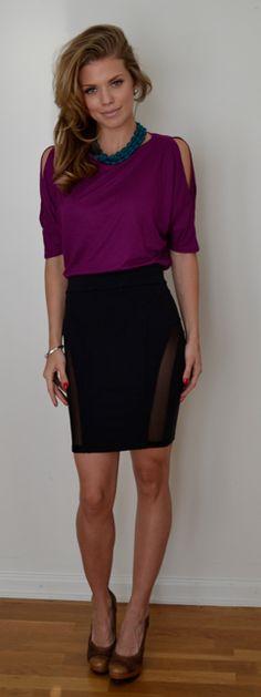 90210's AnnaLynne McCord rocks a David Lerner Black Skirt