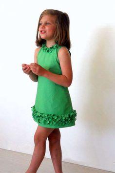 Cute green dress for a litle girl ♦F&I♦ Little Dresses, Little Girl Dresses, Girls Dresses, Sewing For Kids, Baby Sewing, Little Girl Fashion, Kids Fashion, Kind Mode, Dress Patterns