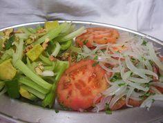 Ensalada chilena con vegetales mixtos. - Chilean Salad made from mixed vegetables