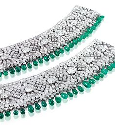 Heiress and socialite Daisy Fellowes commissioned Van Cleef & Arpels to create a pair of Indian-inspired bracelets in 1926 and 1928, which sold at Sotheby's in 2005.