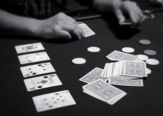 """Una partida de Texas hold 'em en progreso. """"Hold 'em"""" es por lo general la forma más popular del póquer."""