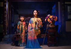 Hai nhà thiết kế Huỳnh Hải Long và Đặng Thế Huy thể hiện sự sáng tạo trên trang phục truyền thống. -  Ngôi sao