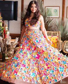 (C) Akankshagajria | (C) Israniphotography | (C) Kaushalpunatarphotography | (C) Surbhijewels | (C) Shradhaluthra | (C) Priyankaborkar | (C) Mohitrai | Bridal blouse | Bridal jewellery | Bridal hairstyle | Wedding photography | Bridal makeup | (C) Bridal twirl #trending #blouse #bridalblouse #bridallehenga #bridaljewellery #lehenga #bridaltwirl #bridalmakeup #floralblouse #flowers #curls #hairstyle #maangtikka #sispatti Floral Lehenga, Bridal Lehenga, Summer Wedding Outfits, Bridal Outfits, Wedding Dresses, Mehendi Outfits, Indian Outfits, Sabyasachi Bride, Haldi Ceremony