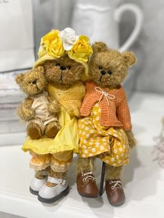 Teddy Edwards, Bear Hugs, Australian Artists, Teddy Bears, Art Dolls, Sweet, Tela, Candy, Teddybear