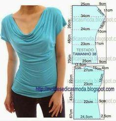 T-shirt met watervalhals. Waterval