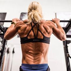 """Building the infamous """"Back Alien"""" 👽 using tempo pull-ups - Get your very own by signing up for our new 8 week Transformation Challenge. Tips Fitness, Fitness Models, Fitness Women, Biceps, 8 Week Transformation, Motivation Sportive, Brooke Ence, Ripped Girls, Crossfit Women"""