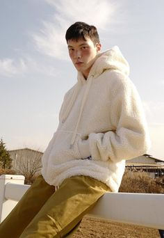 Unisex RCKT Sherpa Fleece Pullover - off white on Garmentory Stylish Mens Fashion, Latest Mens Fashion, Men's Fashion, Fashion Ideas, Fashion Tips, Mens Trends, Mens Fleece, Mens Sweatshirts, Moda Masculina