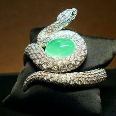 #cartier #bracelet #highjewellery #collection #emerald #gold #joaillerie #jewelry #bijoux #beautiful #inspiration #art #love #lifestyle #luxury #hautejewellery