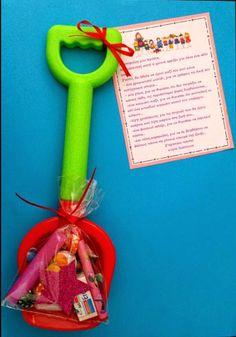fun-tastic 14: Αποχαιρετιστήριο δωράκι από την κυρία! Summer Crafts, Diy And Crafts, School Projects, Art Projects, Kindergarten Crafts, Preschool, End Of School Year, Birthday Favors, School Gifts