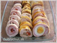 Fotorecept: Kuracie rolády -  Kuracie prsia nakrájame na plátky a naklepeme. Na dosku si rozprestrieme potravinovú fóliu, na fóliu... No Salt Recipes, Meat Recipes, Snack Recipes, Cooking Recipes, Czech Recipes, Russian Recipes, Ethnic Recipes, My Favorite Food, Favorite Recipes