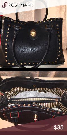 Shoulder and hand bag Black handbag adjustable shoulder strap Gold-tone hardware leather, Interior - center divider with zipper pocket, 1 zipper pocket and 2 slip pockets Exterior - 1 rear zipper pocket Closure 4 way snaps Bags
