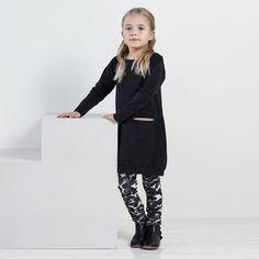 NEULE junior collegeleggings, roosa - musta | NOSH verkkokauppa | Tutustu nyt lasten syksyn 2017 mallistoon ja sen uuteen PUPU vaatteisiin. Ihastu myös tuttuihin printteihin uusissa lämpimissä sävyissä. Tilaa omat tuotteesi NOSH vaatekutsuilla, edustajalta tai verkosta >> nosh.fi (This collection is available only in Finland)