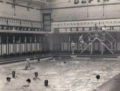 Lancashire Telegraph: Belper Street baths on a males only day