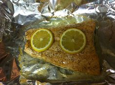 Baked salmon with coconut oil, maple syrup, and lemon juice. Cooking With Coconut Oil, Coconut Oil Uses, Maple Salmon, Delicious Recipes, Yummy Food, Healthy Food, Healthy Recipes, Baked Salmon, Maple Syrup