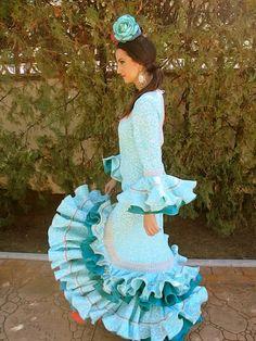 """Buenos Días Flamencas!!!!! Hoy venimos muy felices de poder anunciaros nuestra nueva web wwww.flamencabiznaga.es  donde podéis ver toda la colección de nuestros trajes! Además os dejamos un nuevo modelo, """"Manantial"""", precioso, como bien veis.☺️ Esperamos que las noticias os pongan tan felices como a nosotras! ¡Os esperamos!"""