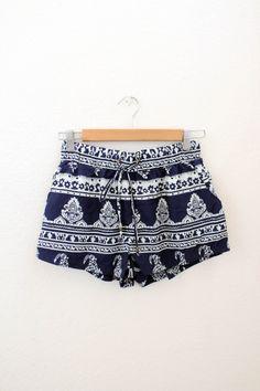 Cute Navy Printed Shorts //