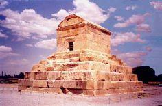 Tumba de Ciro II en Pasagarda (S.VI a.C.) En el entorno de Pasagarda fueron construidas otras tumbas menores que seguían el modelo de este mausoleo, pero en general esta tipología no fue continuada por los reyes aqueménidas.