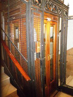 Barcelona, ascensor antiguo
