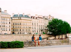 bike flirting in paris