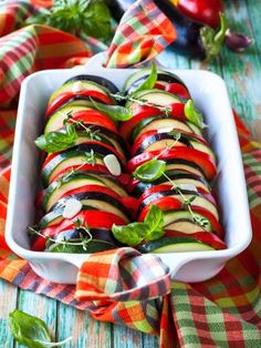 TIAN DE COURGETTES Healthy Cooking, Healthy Eating, Manger Healthy, Good Food, Yummy Food, Salty Foods, Healthy Summer Recipes, Raw Vegan, Caprese Salad