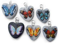 Roberto Rizzo - Ciondoli con farfalle - acrilici su cuori di marmo - cm. 4,5 cad.