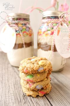 Easter mason jar cookie recipe with free printable tags pinterest this mm cookie recipe in a mason jar is so cute negle Gallery