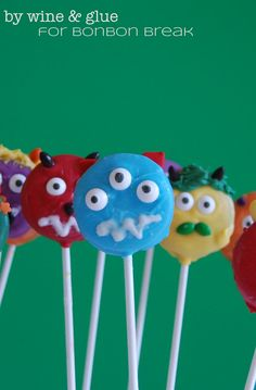 Easy Halloween treats from Lisa of Wine and Glue. Oreo cookies serve as the base for these adorable Monster Pops. A great treat for your kids' classroom party!