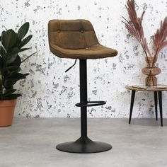 The Ezra bar stool has an elegant but tough appearance. The trumpet foot makes the stool very stable and tough looking. This stool is available from stock in 3 beautiful micro fiber colours. How To Clean Furniture, Affordable Furniture, Home Furniture, Industrial Bar Stools, Industrial Furniture, Industrial Design, Clean Web Design, Kitchen Island Bar, Breakfast Bar Stools