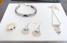 Parure blanc crème, gris et rose en perles Miyuki Delicas tissée main