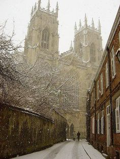 I've never seen York Minster in the winter, but I love this photo. York Minster is probably the most beautiful cathedral I've ever seen. York England, York Uk, York Minster, Oh The Places You'll Go, Places To Visit, England And Scotland, English Countryside, Kirchen, British Isles
