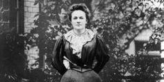 """Живя во Франции, Клара Цеткин активно участвовала в подготовке и работе Учредительного конгресса 2-го Интернационала в Париже в 1889 году, где выступила с речью о роли женщин в революционной борьбе. А после того, как в Германии перестали преследовать социал-демократов, Клара вернулась на родину, где с 1892 года в Штутгарте стала издавать газету СДПГ для женщин """"Равенство""""."""