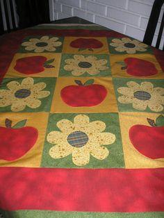 meu trabalho em patch,uma toalha de mesa.