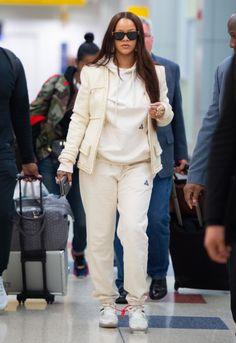 Mode Rihanna, Rihanna Street Style, Rihanna Fenty, Rihanna Outfits, Rihanna Photos, Chill Outfits, Mode Outfits, Fashion Outfits, Fashion Killa