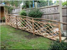 Egyedi fakerítés Garden Fencing, Fence, Big Garden, Diy Patio, Garden Bridge, Driftwood, Belgium, New Homes, Diy Crafts