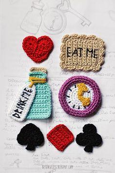 alice in crochet wonderland - jewels collection Crochet Stars, Love Crochet, Diy Crochet, Crochet Crafts, Crochet Dolls, Yarn Crafts, Crochet Flowers, Crochet Baby, Knitted Dolls