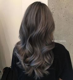Hairstyles and Beauty: The Internet`s best hairstyles, fashion and makeup pics are here. Brown Hair Balayage, Brown Blonde Hair, Brunette Hair, Hair Highlights, Dark Hair, Brunette Color, Pelo Natural, Hair Color And Cut, Hair Dye Colors