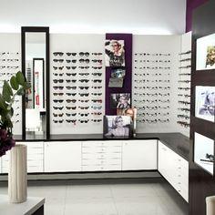 Óptica Cayuela | cajonera en esquina Optometry Office, Eyewear Shop, Glasses Shop, Optical Shop, Clinic Design, Shop Interiors, Store Design, Sufi, Interior Design