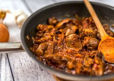 resztelt csirkemáj Hungarian Cuisine, Hungarian Recipes, Food Dishes, Main Dishes, Dishes Recipes, Liver Recipes, Paella, Bacon, Curry