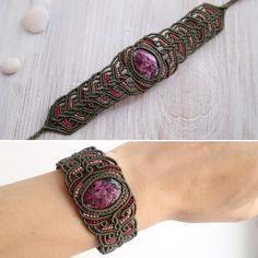 """Рубин в цоизите. Браслет """"Семирамида"""", сделан на заказ Камень рубин в цоизите - естественная природная комбинация малиново-розового рубина и цоизита, который даёт зелёный цвет с черными вкраплениями. #браслет#jewelrydesigner#вналичии#украшенияручнойработы#jewelry#etsy#стильно#ярмаркамастеров#дизайнерскиеукрашения#handmade#bohostyle#стильныевещи#лето#купитьбраслеты#натуральныекамни#рубин#плетеныйбраслет"""