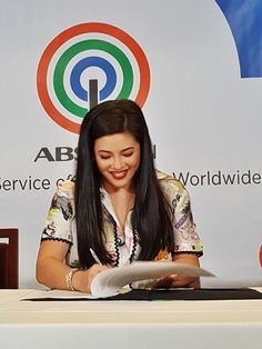 ABS-CBN allegedly offered this big amount of talent fee to Asia's Songbird Regine Velasquez along with her transfer to the Kapamilya network. Gary V, Filipino, Diva, Abs, Queen, Celebrities, Projects, Log Projects, Crunches