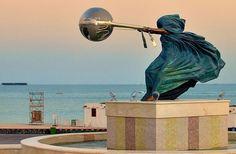 Lorenzo Quinn ,un sculpteur italien nous impressionne avec ses sculptures incroyables.