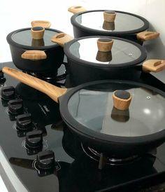 model home decor Kitchen Organization Pantry, Kitchen Pantry, Kitchen Items, Kitchen Appliances, Cool Kitchen Gadgets, Cool Kitchens, Black Kitchens, Home Decor Accessories, Kitchen Accessories