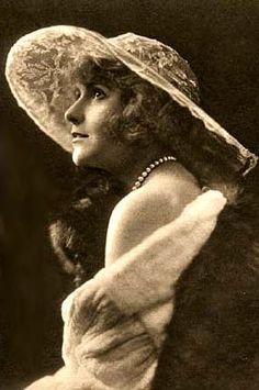 Pearl White 1914