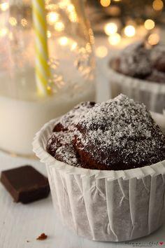 I muffin pere e cioccolato sono dei muffin molto soffici, profumati e buoni. Contengono poco zucchero e sono senza burro e uova.