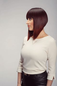 Full Spectrum There can sometimes be a misconception that hair enhancements work in extremes—very long hair or out-of-this-world color additions only. Tony Odisho stylists stomp that theory with a range of styles, colors, lengths and textures. Graduated Bob Hairstyles, Medium Bob Hairstyles, Triangle Haircut, One Length Haircuts, Angled Bobs, Bob Haircut With Bangs, Bob Bangs, Bobs For Thin Hair, Trending Hairstyles