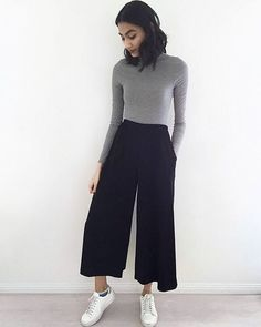 """Take a look at 12 stylish culottes fall outfits you should try in the photos below and get ideas for your own fall looks! """"my fun pants by Image source Cropped pants or culottes are the best way… Continue Reading → Mode Outfits, Casual Outfits, Fashion Outfits, Womens Fashion, Women's Casual, Cullotes Outfit Casual, Casual Winter, Fashion Clothes, Women's Clothes"""