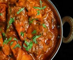 Chicken Tikka Masala is a traditional Indian recipe that combines juicy grilled chicken marinated in yogurt and spices along with a creamy tomato and Indian Chicken, Chicken Tikka Masala, Chicken Curry, India Food, Indian Food Recipes, Asian Recipes, Authentic Indian Recipes, Curry Dishes, Masala Recipe