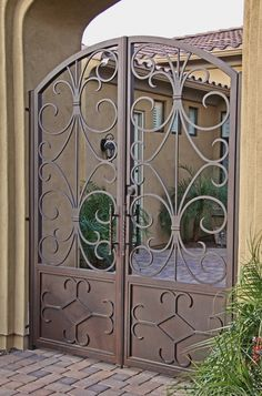 Custom wrought iron entry gate designed by Fireplace Door Guy in southern california! Front Gates, Entrance Gates, Entry Doors, Metal Gates, Wrought Iron Doors, Reforma Exterior, Tor Design, Iron Gate Design, Custom Gates